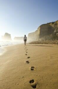 lopen op strand