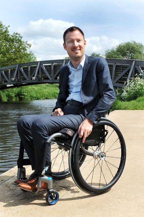 Otwin van Dijk, activist, wethouder, burgemeester en rolstoeler