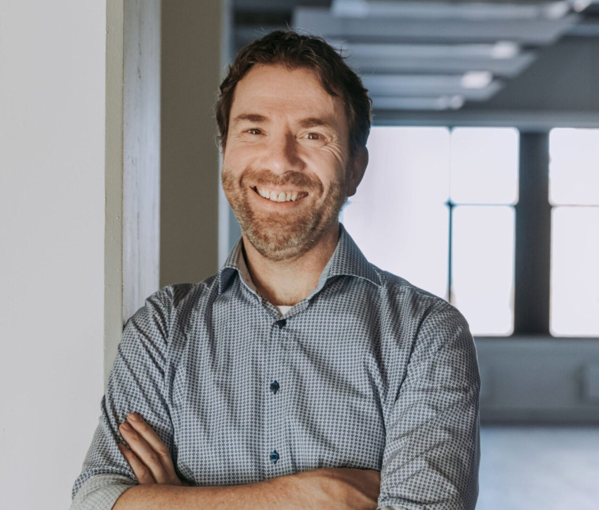 dr. Gerald Hengstman, neuroloog, initiatiefnemer en aanvoerder van Upendo